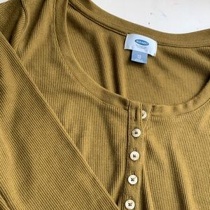 old navy olive green rubbed long sleeve buttons